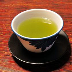 pouring-tea-250